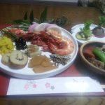 おせち料理で新年をむかえました、日本のお正月の気持ちが引き締まるセレモニーですね。