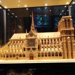 パリ、ノートルダム大聖堂(寺院)が火災、バラ窓は無事?